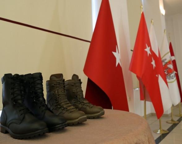 Türk Silahlı Kuvvetleri Yeni teçhizatlarını tanıttılar - Page 1