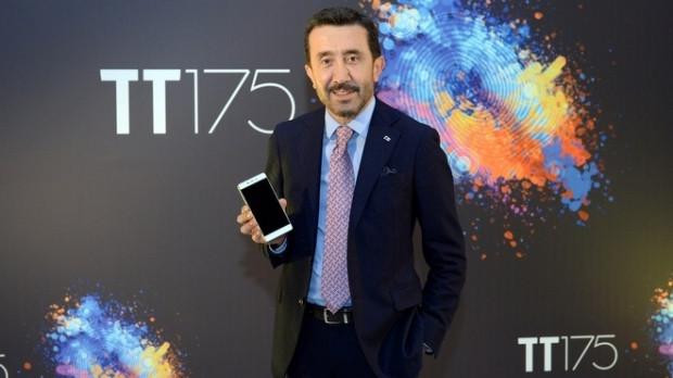 Türk Telekom'un ilk akıllı telefonu TT175 - Page 1