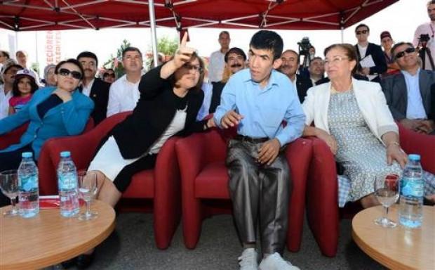 Türkiyenin ilk engelli parkı açıldı - Page 4
