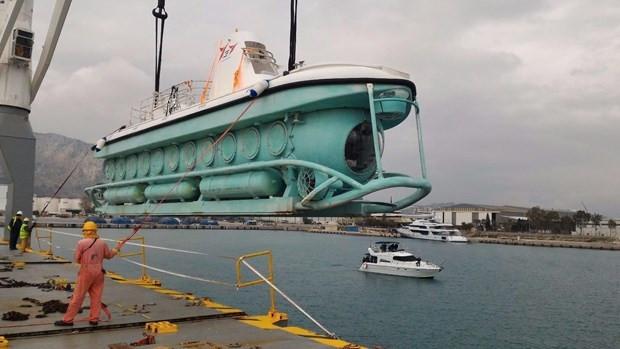 Türkiye'nin ilk turistik denizaltısı denize indirildi - Page 3
