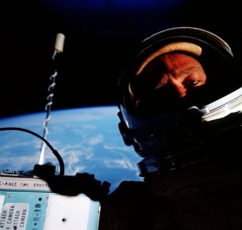 Uzayda çekilen muhteşem selfieler - Page 2