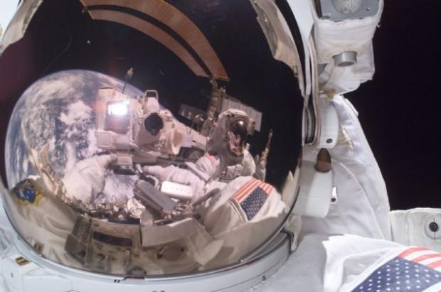 Uzayda çekilen muhteşem selfieler - Page 4