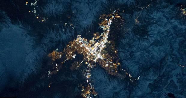 Dünya uzaydan böyle gözüküyor - Page 1