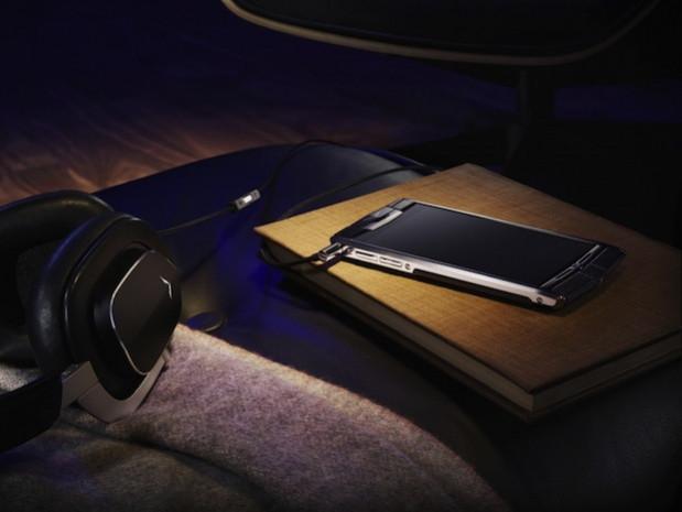 Vertu'dan  11.300 dolarlık yeni telefon Signature Touch! - Page 1