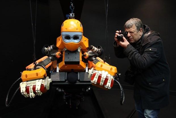 Yapay zekalı dalgıç robot Ocean One - Page 2