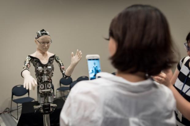 Yapay zekaya sahip robot sergilendi - Page 1