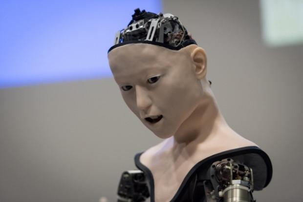 Yapay zekaya sahip robot sergilendi - Page 3