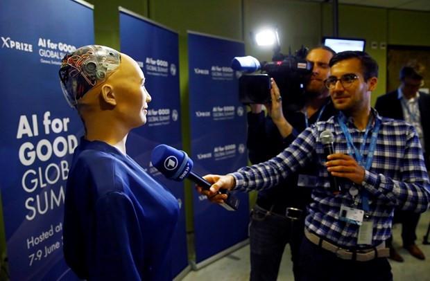 Yapay zekaya sahip ve insana en çok benzeyen bir robot - Page 1