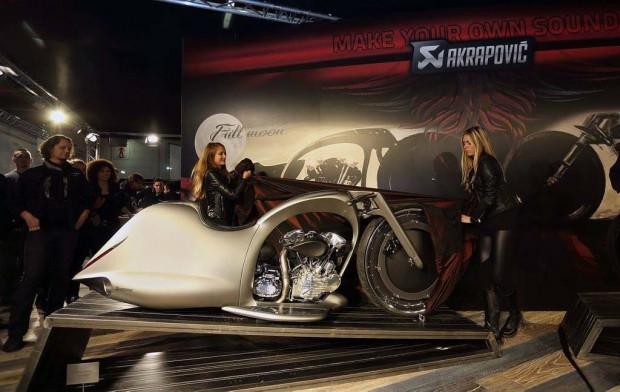 Yeni motosiklet konsepti: Akrapovic Full Moon - Page 1