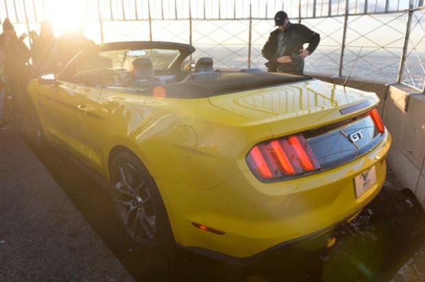 Yeni Mustang Convertible New York'da tanıtıldı! - Page 1