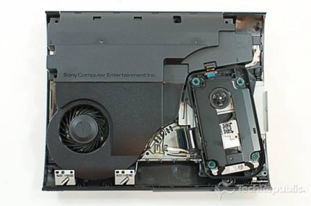 Yeni PlayStation 3 Slim Paramparça! - Page 1
