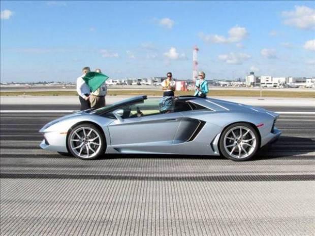 Yeni rengarenk Lamborghini  Aventador LP 700-4 tanıtıldı - Page 2