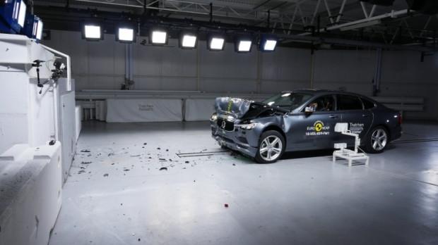 Yeni yılın en güvenli otomobilleri - Page 3