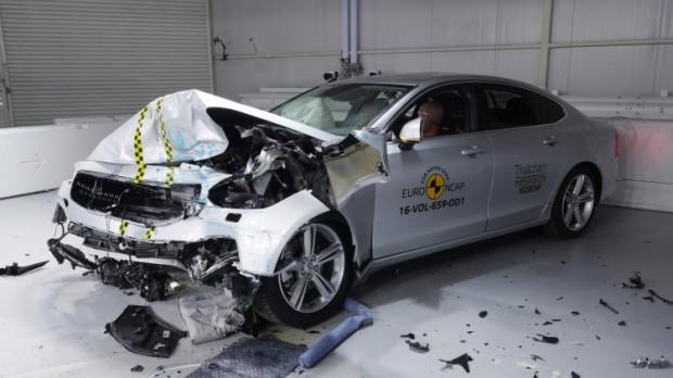 Yeni yılın en güvenli otomobilleri - Page 4