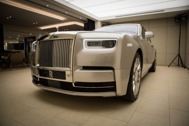 Yepyeni Rolls-Royce Fantom VIII - Page 1