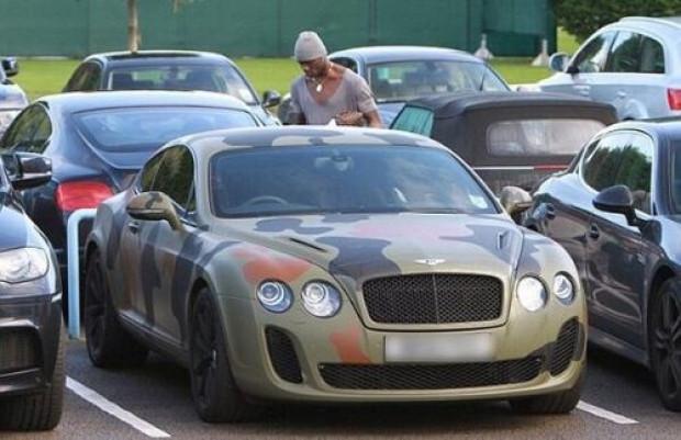 Yıldız futbolcuların bindikleri pahalı ve gösterişli arabalar - Page 1