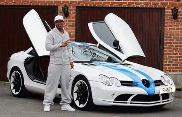 Yıldız futbolcuların bindikleri pahalı ve gösterişli arabalar - Page 4