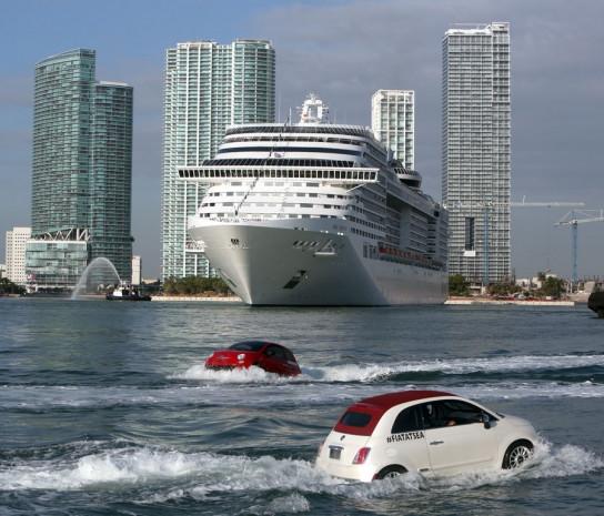 Yüzen otomobiller gemiyle yarıştı - Page 1