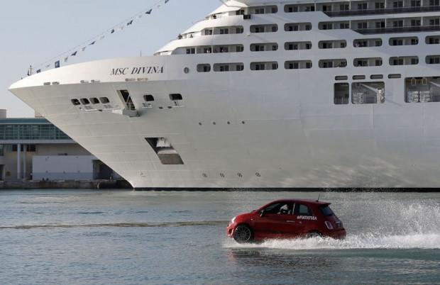 Yüzen otomobiller gemiyle yarıştı - Page 4