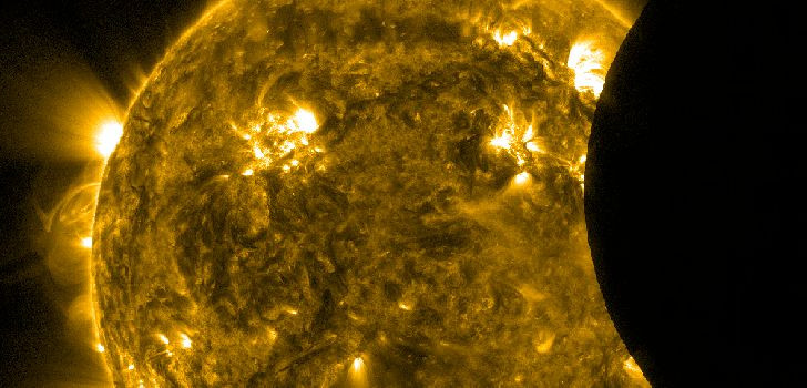 1329929247_solar-eclipse-seen-from-orbit.jpg