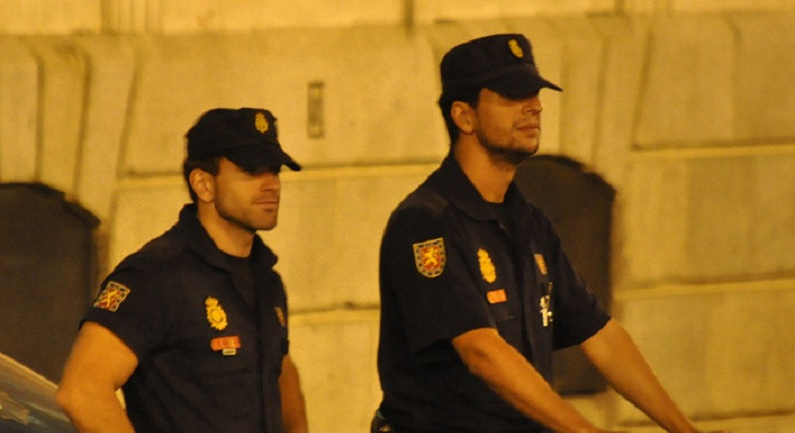 1330158129_spanish-police-attacked-by-anonymous-after-the-arrest-of-six.jpg