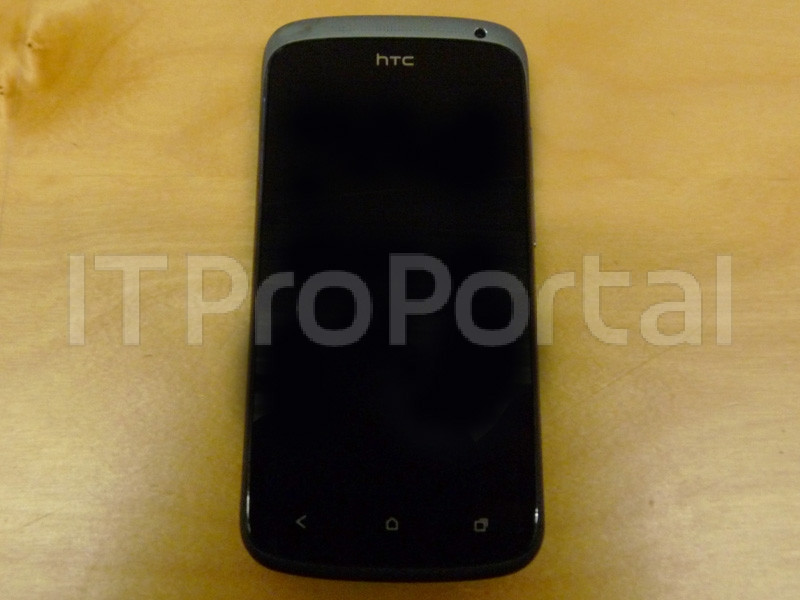 1330167238_htc-one-s-live-photos-leak-ahead-of-mwc-2012-2.jpg