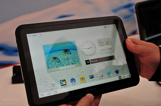 1330460903_mwc-2012-waterproof-fujitsu-arrows-tablet-close-up-2.jpg