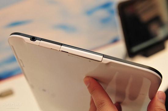 1330460930_mwc-2012-waterproof-fujitsu-arrows-tablet-close-up-3.jpg