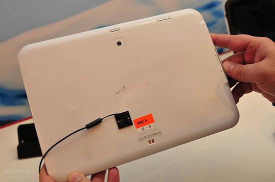 1330460957_mwc-2012-waterproof-fujitsu-arrows-tablet-close-up-7.jpg