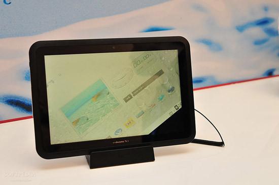 1330460984_mwc-2012-waterproof-fujitsu-arrows-tablet-close-up-10.jpg