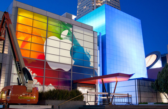 1330815234_the-stage-is-set-for-apple-s-ipad-3-unveiling-photos-4.jpg