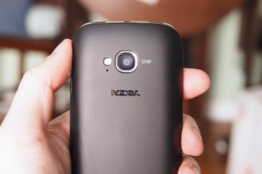 1330889593_nokia-lumia-710-features-design-camera.jpg
