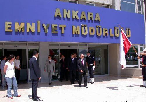 1330947748_ankara-emniyet-mudurlugune-atanan-orhan-ozdemir-isbasi-yapti-1.jpg