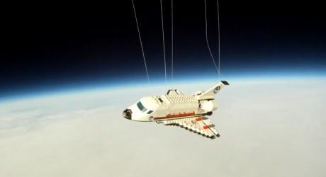 1331621290_lego-space-shuttle-raul-oaida-romania-460x250.jpg