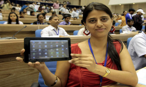 1335876693_university-students-get-aakash-tablet-for-free.jpg