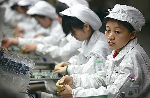 1337667990_foxconn-workers.jpg