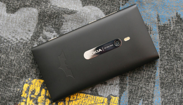 1338287398_batman-nokia-lumia-900-limited-edition-phone-1.jpg