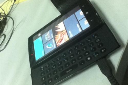1338808513_sony-ericsson-julie-windows-phone-2.jpg