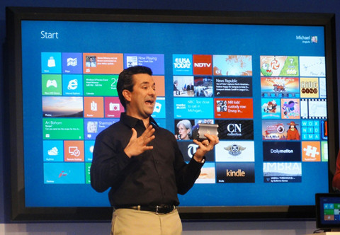 1342447121_336688-windows-8-tiny-pc-in-front-of-82-in.jpg