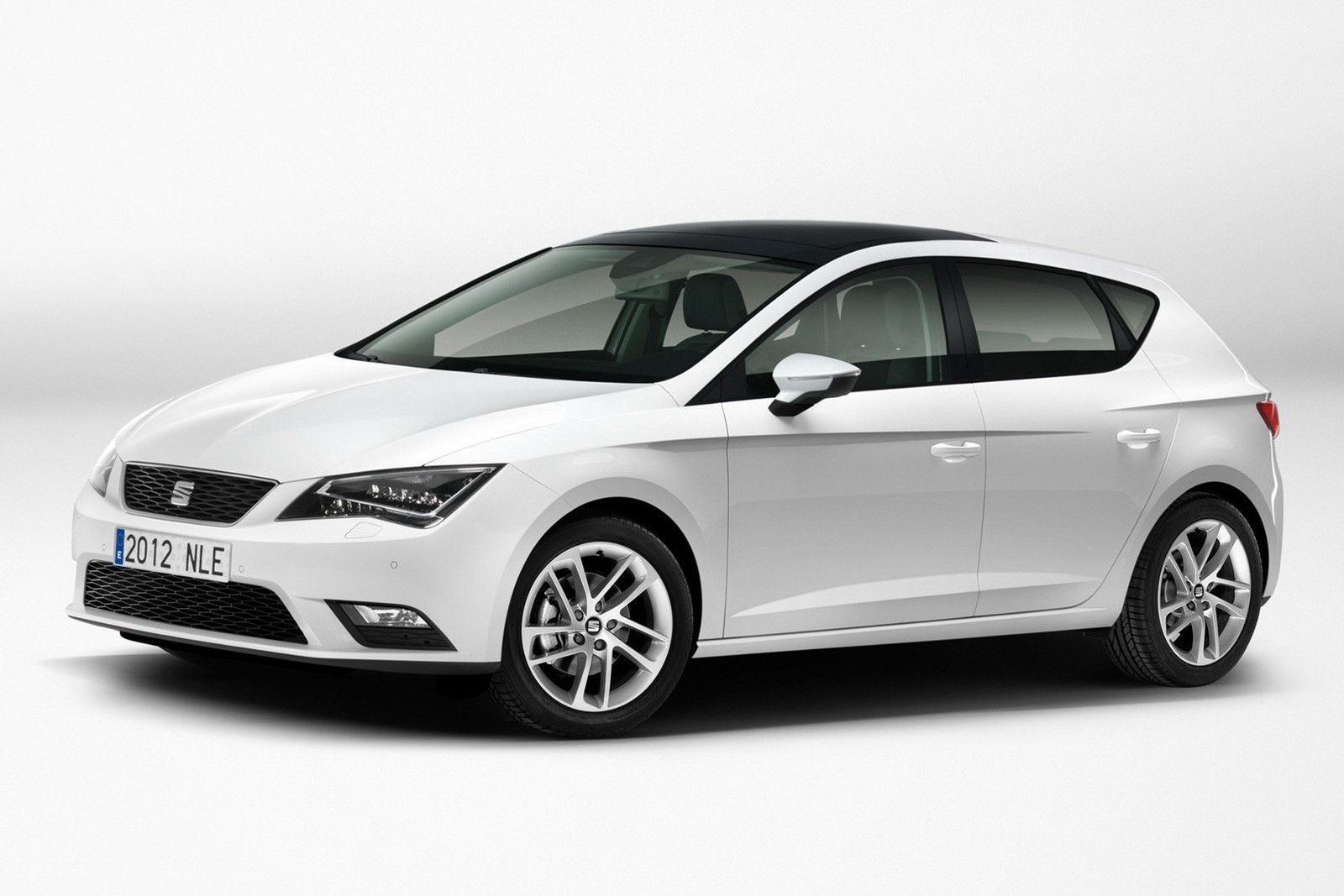 1342692449_seat-leon-official-pictures-l