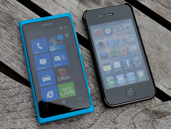 1343225731_heres-a-lumia-800-and-iphone-4s-theyre-about-the-same-size-but-the-lumia-feels-lighter.jpg