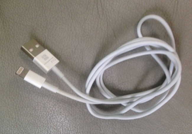 1345724241_iphone-5-cable.jpg