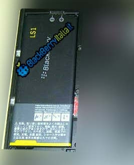 1346495763_blackberry10-london-ls1-battery.jpg