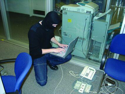 1346819697_hacker.jpg