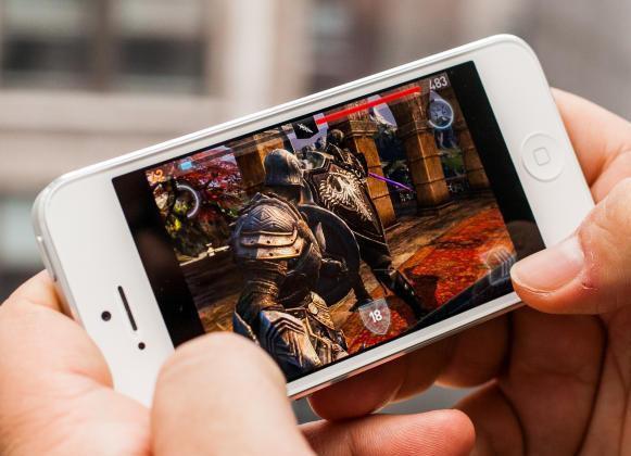1349181991_iphone-5-game-play.jpg