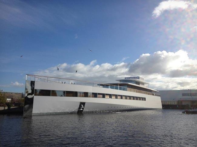 1351512689_steve-jobs-yacht1.jpg