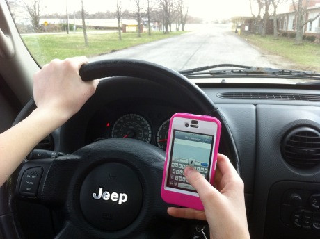 1353599168_safe-cell-phone-usage-texting-while-driving.jpg