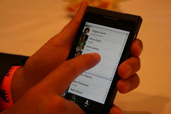 1354607738_blackberry106.jpg