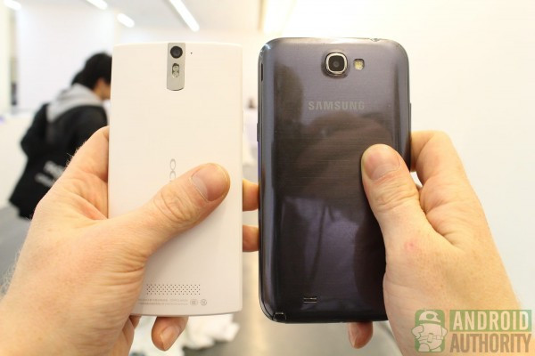 1355475635_oppo-find-5-vs-galaxy-note-2-back-41600px-600x400.jpg