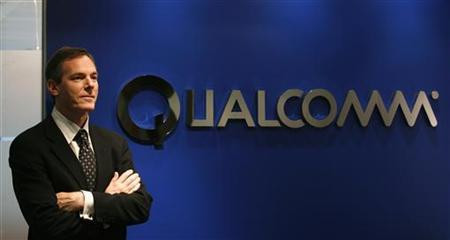 1357586321_2382-qualcomm-chief-executive-paul-jacobs-poses-during.jpg